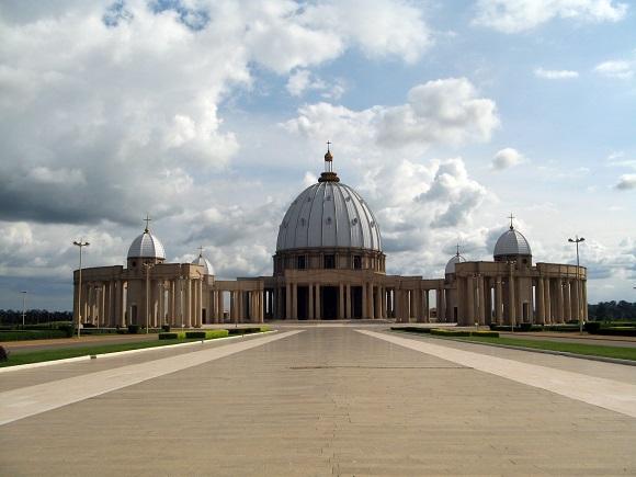 Das Bild zeigt die Basilika Notre-Dame-de-la-Paix.