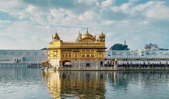 Das Bild zeigt den Goldener Tempel Amritsar
